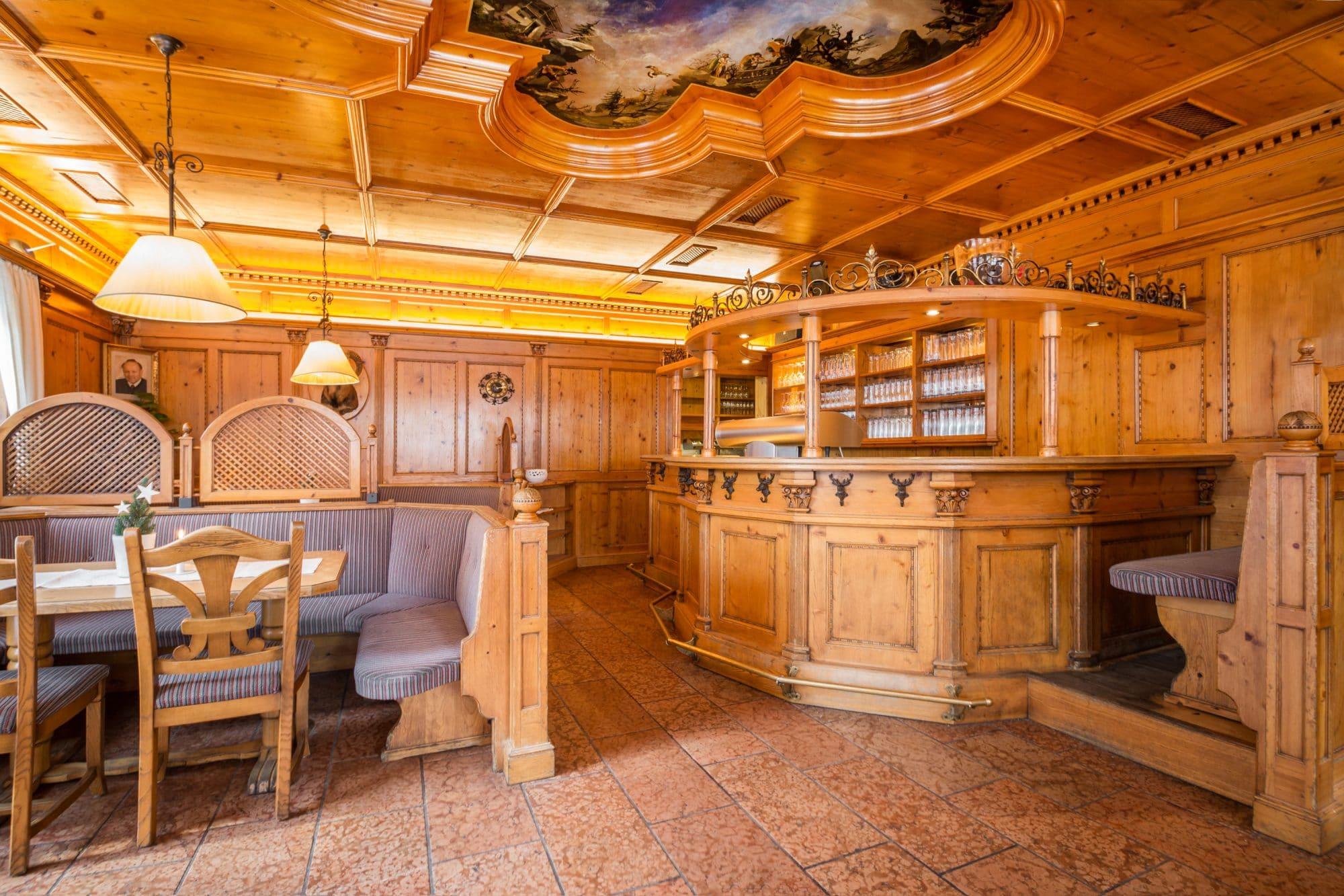 07-Gaststube-Bar-Feiern